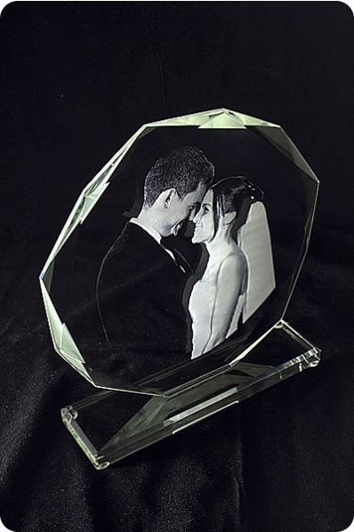 Crystal wedding plaque with engraved picture