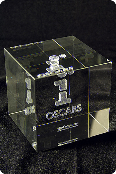 Crystal cube award with 3d engraving in crystal